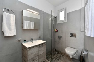 accommodation-fotilia-hotel-bathroom-area