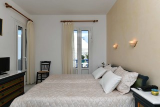 accommodation-fotilia-hotel-bedroom