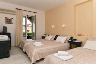 accommodation-fotilia-hotel-cozy-room
